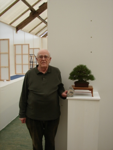 Roger Oldham with his winning Pinus thunbergii