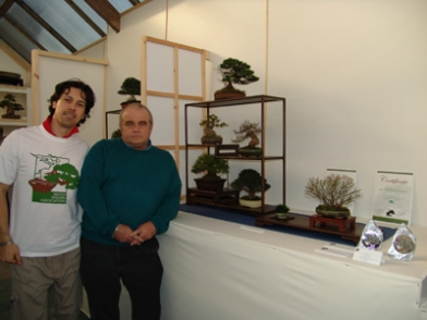 Stuart Norris in front of his winning composition with show judge Marco Invernizzi